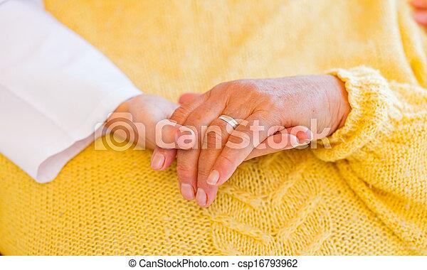 lar, cuidado idoso - csp16793962