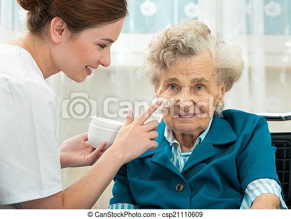 lar, enfermeira, mulher, ajudado, idoso - csp21110609