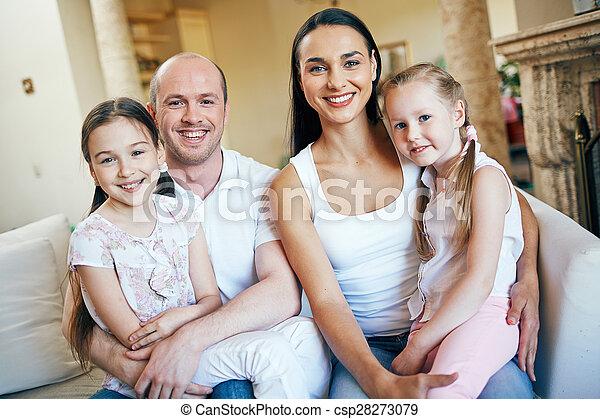 lar, família - csp28273079