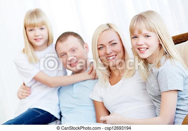 lar, família - csp12693194