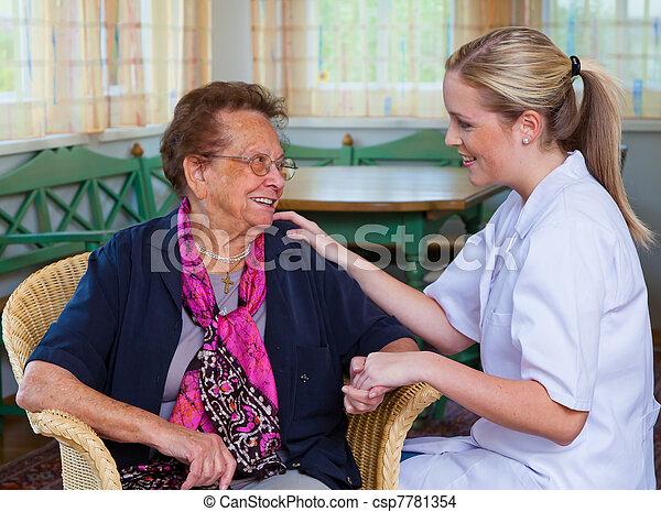 lar, senhora velha, cuidado - csp7781354