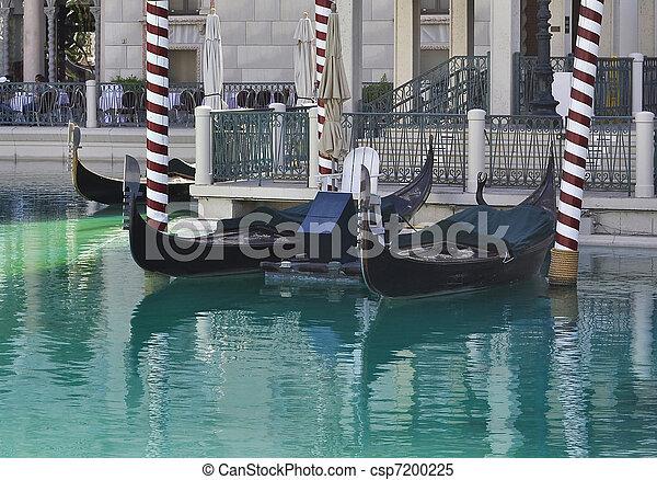 Gondolas en el hotel veneciano de Las Vegas - csp7200225