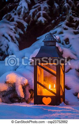 laterne f r weihnachten im schnee eine laterne die zu. Black Bedroom Furniture Sets. Home Design Ideas