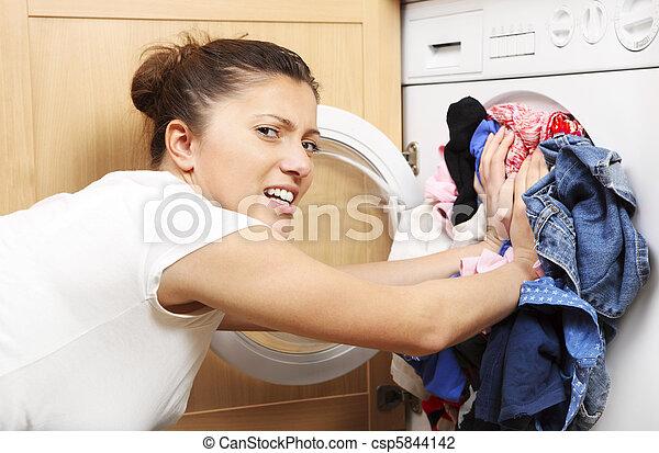 lavanderia, dona de casa - csp5844142