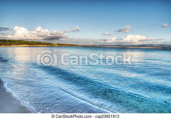 Lazzaretto Shore en un día nublado - csp23951913