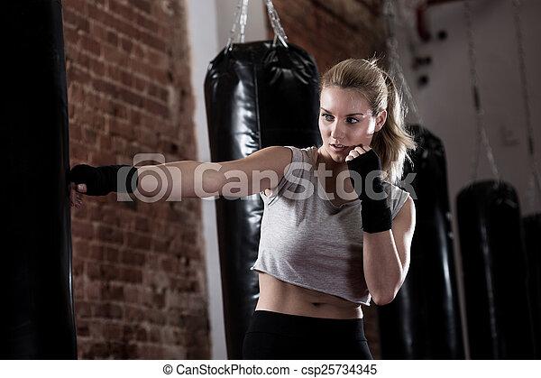 leány, ökölvívás, képzés, megrúg - csp25734345