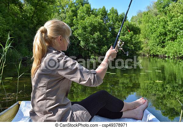 leány, tó, csónakázik, halászat - csp49378971
