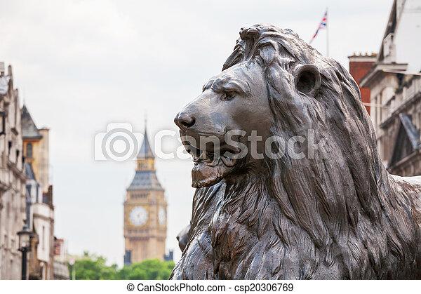 León en la plaza de Trafalgar. Londres, Inglaterra - csp20306769