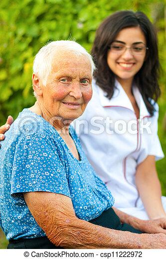 le womanen, utomhus, äldre, läkare - csp11222972