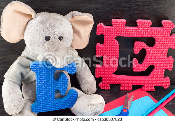 Learning letters, e like elephant with a toy - csp38507023