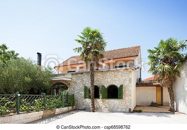 Pakostane, Croatia - entspannter Lebensstil an der Küste von Pakostane - csp68598762