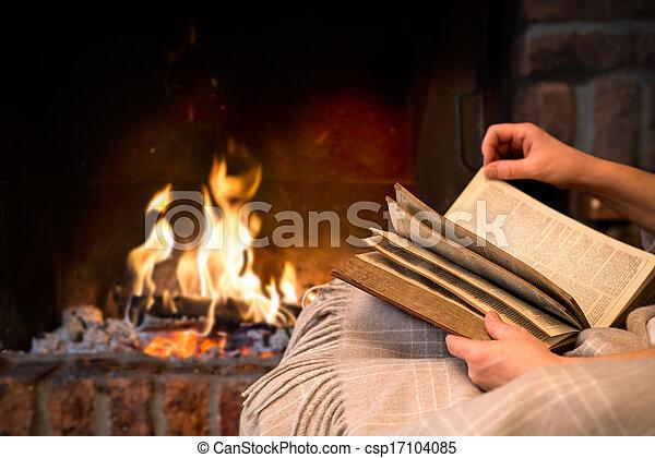 lectura, chimenea, libro - csp17104085