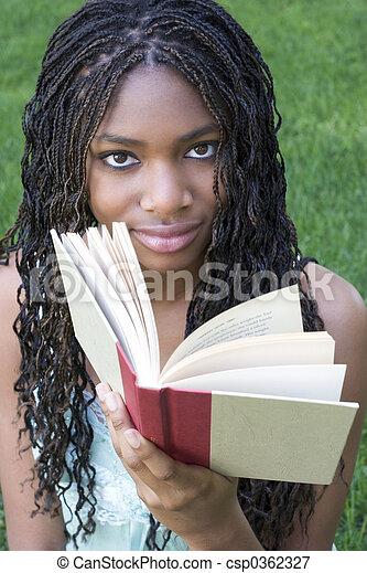 lectura de mujer - csp0362327