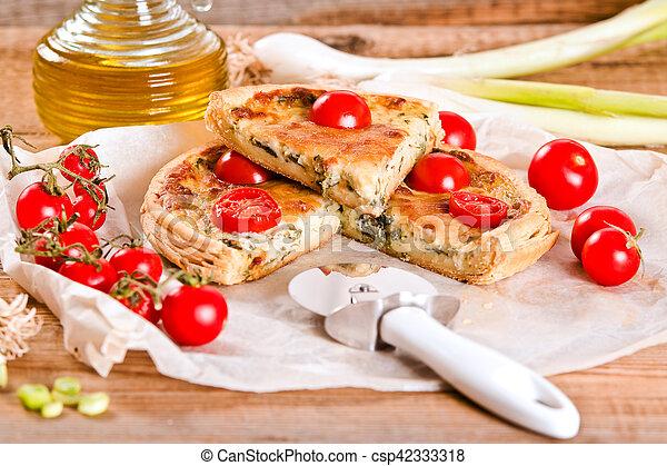 Leek and tomato quiche. - csp42333318
