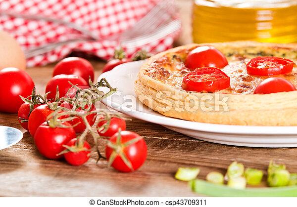 Leek and tomato quiche. - csp43709311