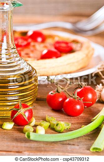 Leek and tomato quiche. - csp43709312