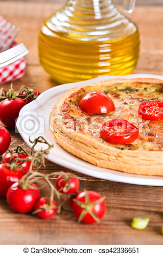 Leek and tomato quiche. - csp42336651