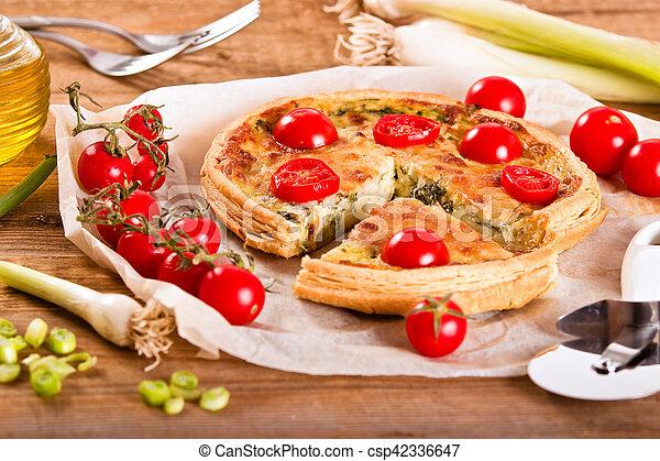 Leek and tomato quiche. - csp42336647