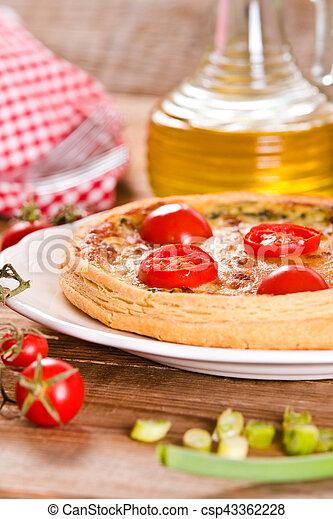 Leek and tomato quiche. - csp43362228