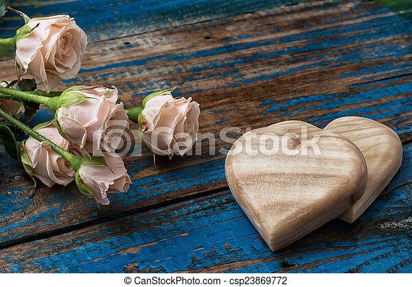 legno, cuori, fatto mano, rose - csp23869772