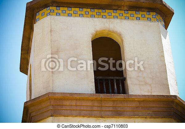 El mexicano del lejano oeste inspiró torre - csp7110803