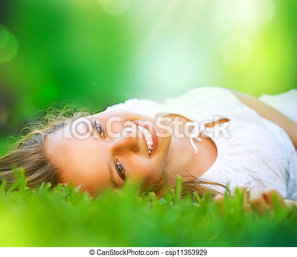 lente, meisje, field., het liggen, geluk - csp11353929