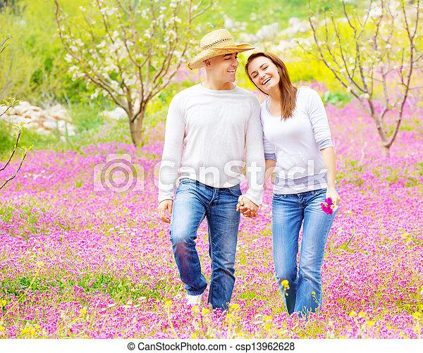 lente, wandelende, park, paar, hartelijk - csp13962628