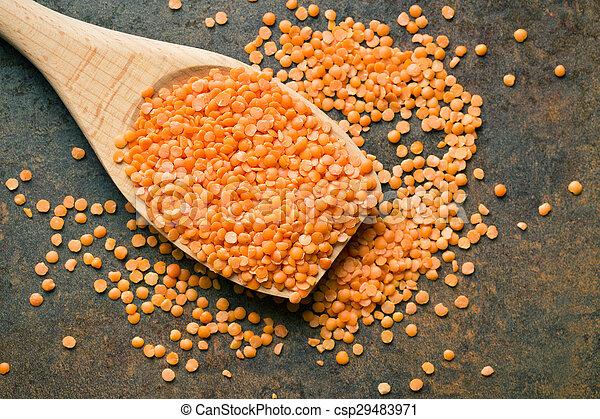 lenticchie, cucchiaio legno, rosso - csp29483971