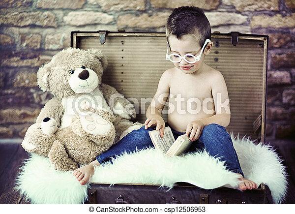 ler, cute, tentando, criança - csp12506953