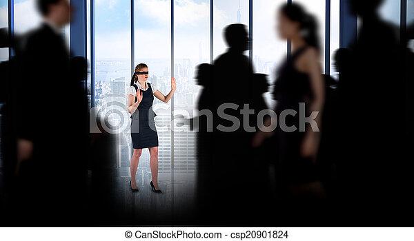 Komposites Bild von Geschäftsleuten, die in einem Unschärfe - csp20901824