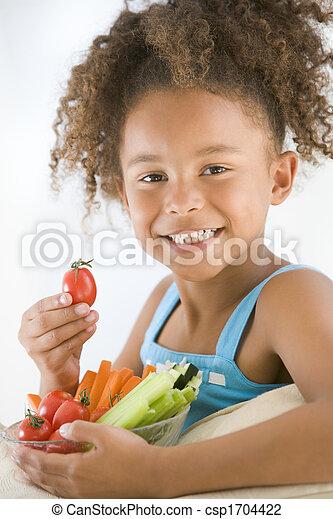 levend, eten, kamer, groentes, kom, jong glimlachend meisje - csp1704422