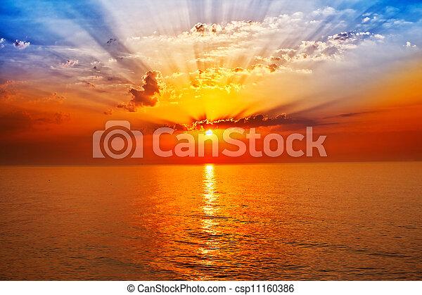 levers de soleil, mer - csp11160386
