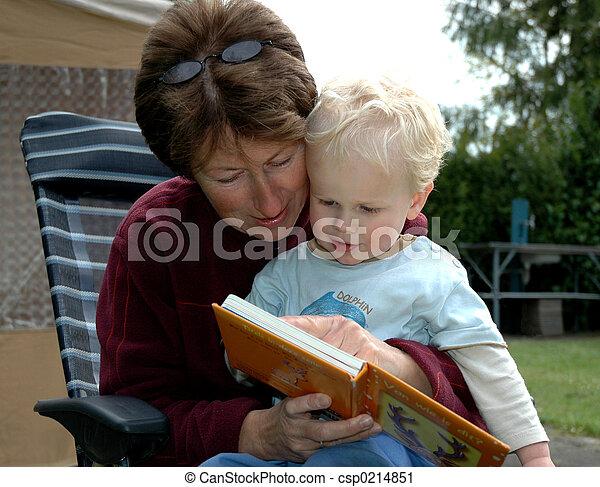 libro lettura, nonna - csp0214851
