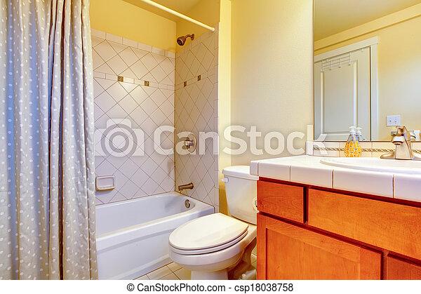 Licht, badkamer, cozy, gele. Licht, badkamer, kabinetten, hout, gele.
