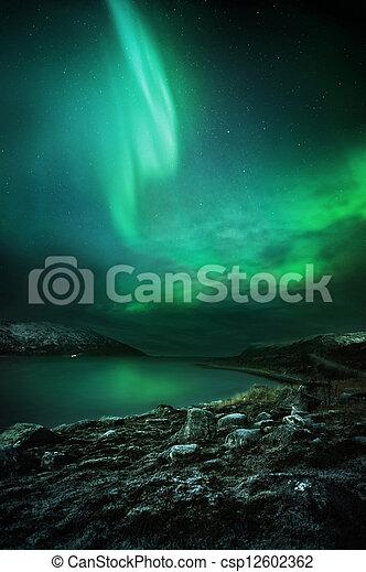 Die Nordlichter steigen - csp12602362
