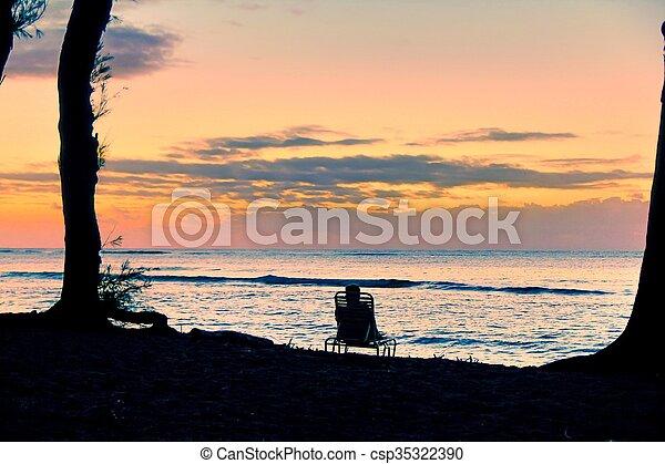 lieb, sandstrand, sonnenaufgang, kauai - csp35322390