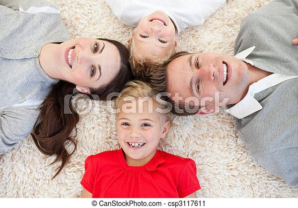 Fußboden Fröhlich ~ Liegen fröhlich familie boden liegen kreis fröhlich familie