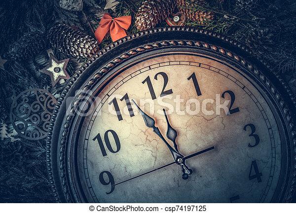 life., ρολόι , καινούργιος , αποδεικνύω , γριά , midnight., ακίνητο , έτος  - csp74197125