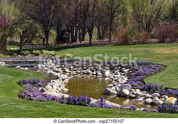 Lila, gartengestaltung, blumen. Kleingarten, lila, steinen, wasser ...