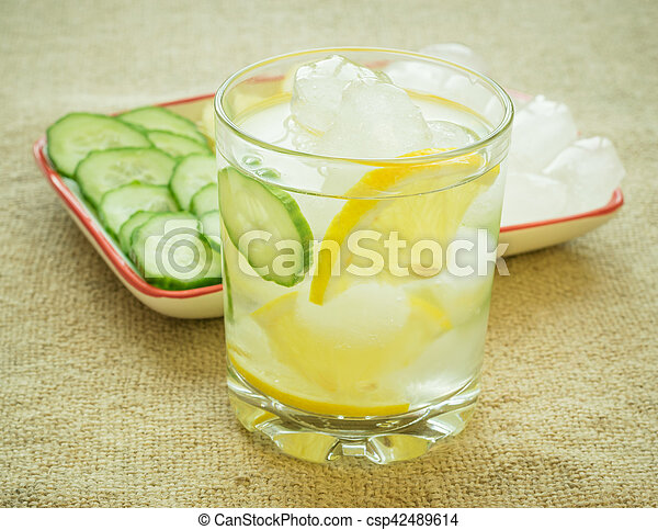 limão, gelo, cucumber., raiz gengibre, água - csp42489614