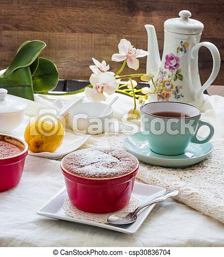 Salsa roja de limón, té, postre inglés - csp30836704