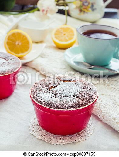 Salsa roja de limón, té, postre inglés - csp30837155