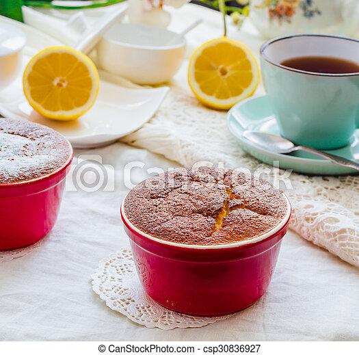 Salsa roja de limón, té, postre inglés - csp30836927