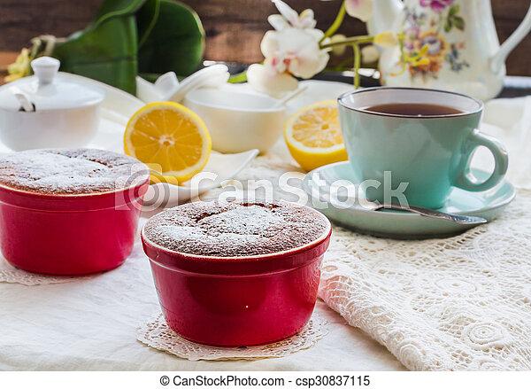 Salsa roja de limón, té, postre inglés - csp30837115