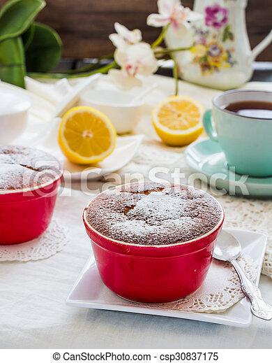 Salsa roja de limón, té, postre inglés - csp30837175