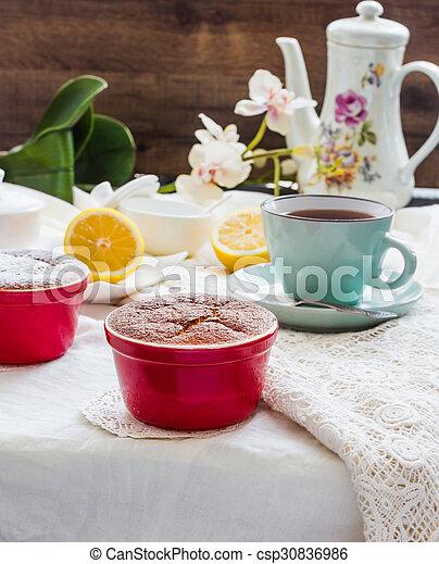 Salsa roja de limón, té, postre inglés - csp30836986