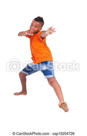 Retrato de un lindo adolescente negro saltando sobre un fondo blanco, gente africana - csp15204726