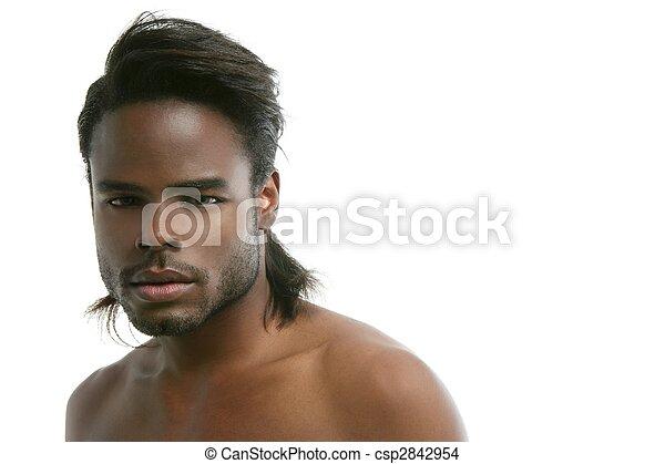 Afroamericano lindo retrato de joven negro - csp2842954