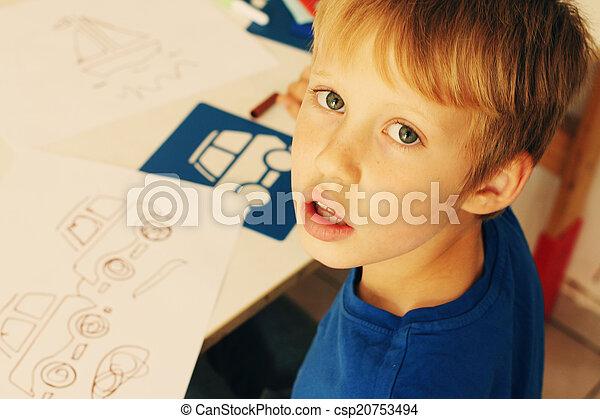 Lindo dibujo de 6 años - csp20753494