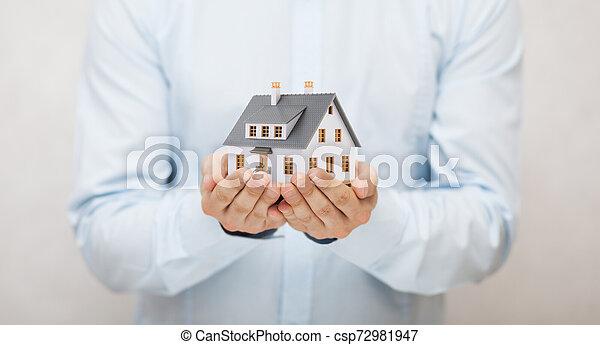 litet hus, leksak, räcker - csp72981947